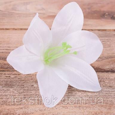 Головка лилии белая