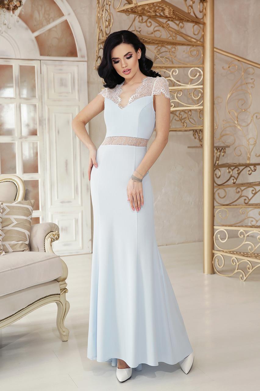 Праздничное платье длинное по фигуре к низу расклешенное с коротким рукавом голубого цвета