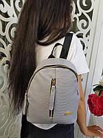 Стильный женский кожаный рюкзак с молнией карманом по центру чёрный