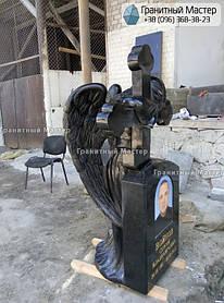 Скульптура ангела из гранита с крестом. Изготовление Киев, установка Николаев. 2