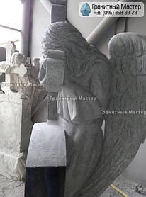 Скульптура ангела из гранита с крестом. Изготовление Киев, установка Николаев. 8