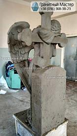 Скульптура ангела из гранита с крестом. Изготовление Киев, установка Николаев. 11