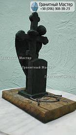 Скульптура ангела из гранита с крестом. Изготовление Киев, установка Николаев. 19