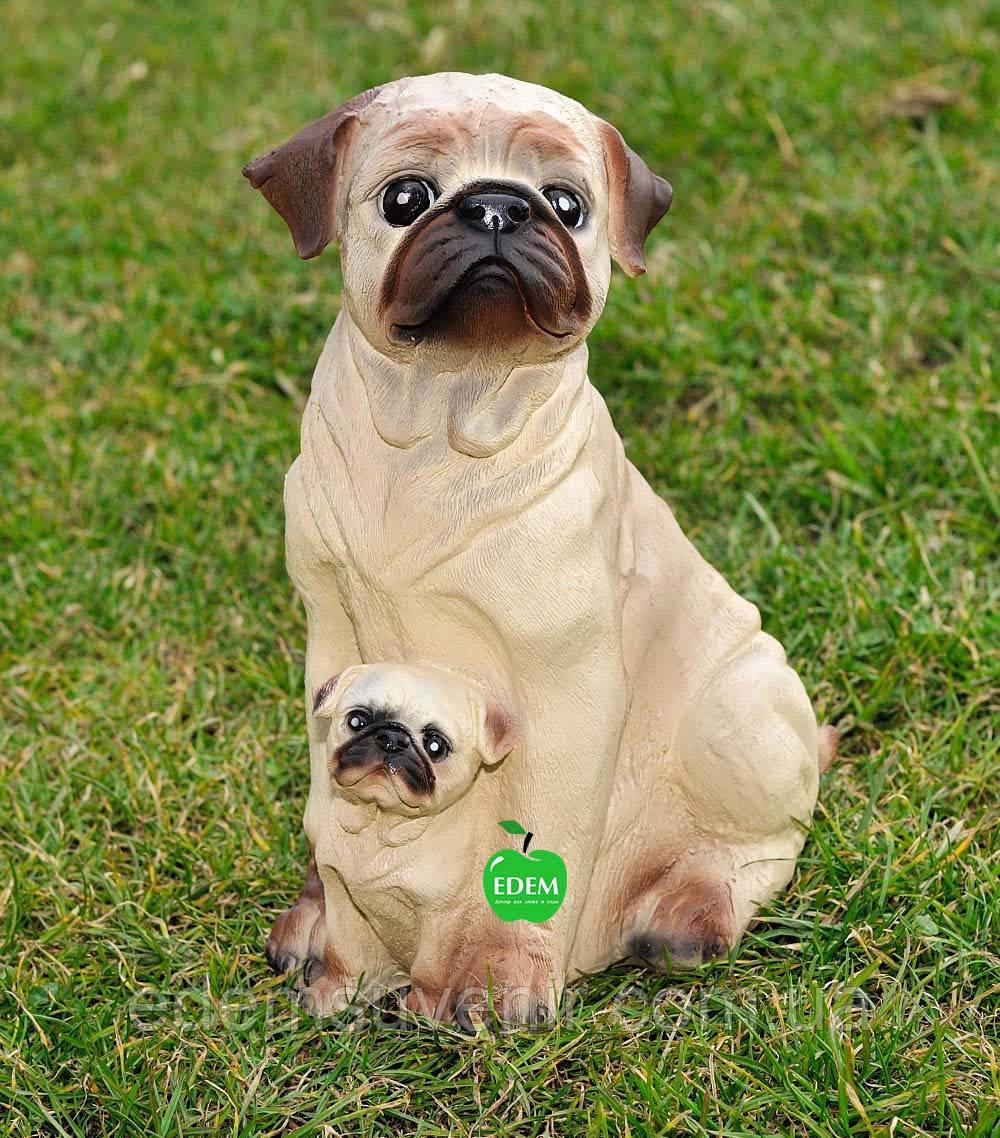 Садовая фигура собаки Мопсы