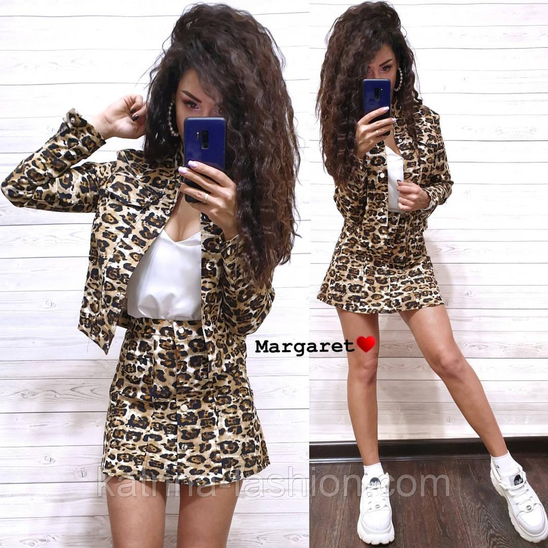 Женский стильный джинсовый костюм: пиджак и юбка-трапеция с леопардовым принтом (расцветки)