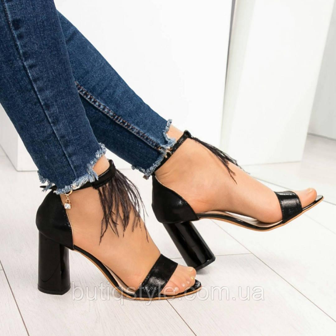 37, 39,40 размер Женские черные  босоножки с перьями на каблуке натуральная кожа