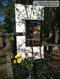 Памятник мужчине из мрамора и гранита. Киев, Лесное кладбище 2