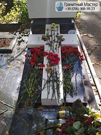 Памятник мужчине из мрамора и гранита. Киев, Лесное кладбище 3