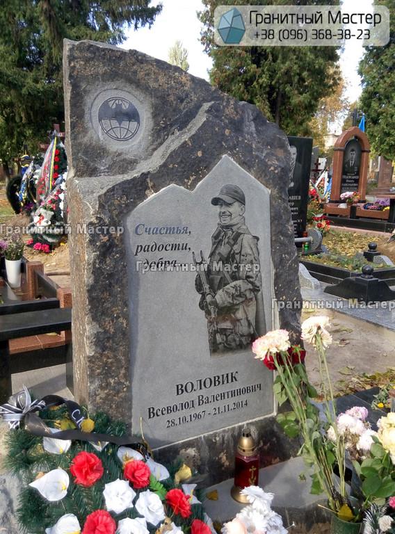 Памятник бойцу погибшему в АТО (ООС). Киев, Лукьяновское кладбище