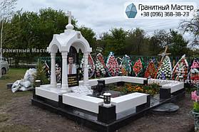 Памятник в виде церкви из мрамора. Полтавская обл., с. Плехов 1