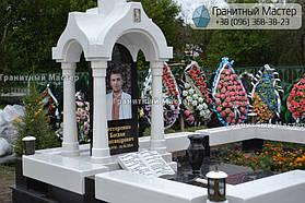 Памятник в виде церкви из мрамора. Полтавская обл., с. Плехов 5