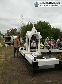 Памятник в виде церкви из мрамора. Полтавская обл., с. Плехов 8