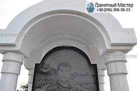 Памятник в виде церкви из мрамора. Полтавская обл., с. Плехов 9