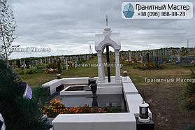Памятник в виде церкви из мрамора. Полтавская обл., с. Плехов 13