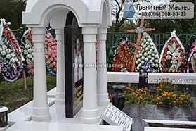 Памятник в виде церкви из мрамора. Полтавская обл., с. Плехов 15