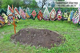 Памятник в виде церкви из мрамора. Полтавская обл., с. Плехов 26