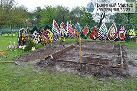 Памятник в виде церкви из мрамора. Полтавская обл., с. Плехов 28