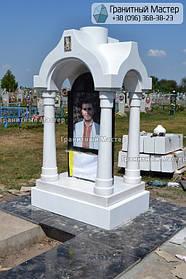 Памятник в виде церкви из мрамора. Полтавская обл., с. Плехов 30