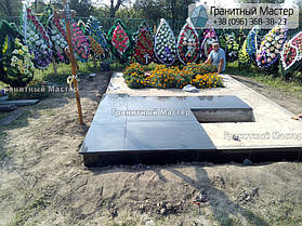 Памятник в виде церкви из мрамора. Полтавская обл., с. Плехов 32