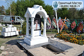 Памятник в виде церкви из мрамора. Полтавская обл., с. Плехов 34