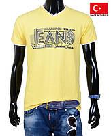 Яркая летняя футболка для подростка.