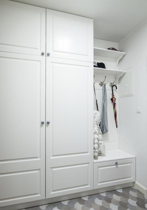 Шкафы для прихожих с мягкой стенкой и тумбой
