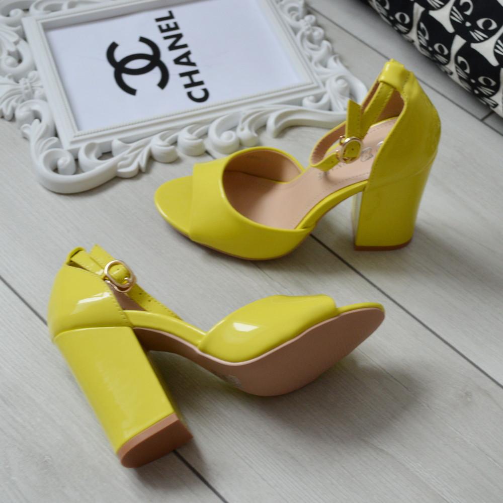 Босоніжки жіночі жовті лаковані на каблуці 37р