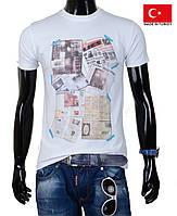Белая подростковая футболка.