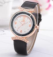 Модные наручные женские часы с черным ремешком  код 423