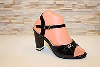 Босоножки черные женские лаковые на каблуке Б96