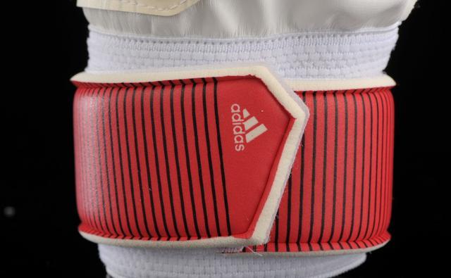 vratarskie-perchatki-adidas=0qa0300c10