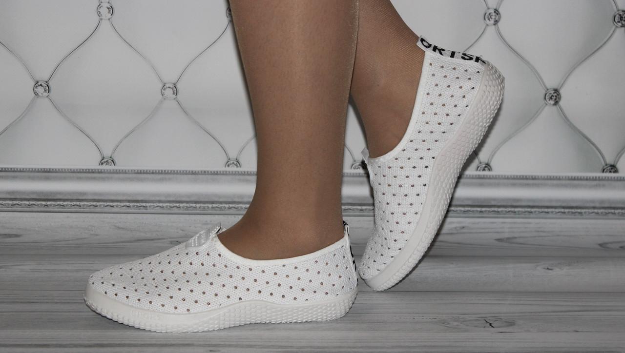 Женские летние кроссовки в сеточку белого цвета