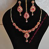 Индийский комплект колье, тика, серьги к сари под золото с красными камнями, фото 3