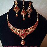 Индийский комплект колье, тика, серьги к сари под золото с красными камнями, фото 5