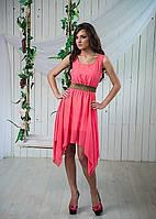 Яркое шифоновое платье оригинального кроя с поясом на талии