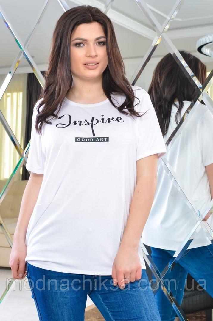 Женская футболка в цветах с надписью