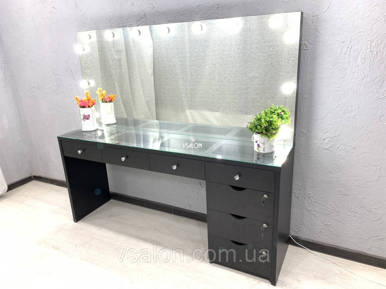 Макияжный стіл з підсвічуванням на два робочих місця V380