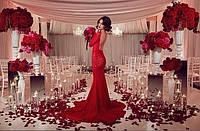 Платье вечернее, спина открытая , по фигуре ,унизу рыбка , ткань дорогой гипюр, цвет красный АА №2021