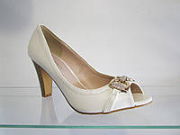 Туфли женские летние на каблуке.