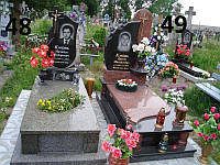 Подвійний пам'ятник на могилу з хрестом та квітник із граніту