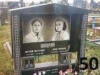 Подвійний пам'ятник з огорожею на кладовище із чорного граніту