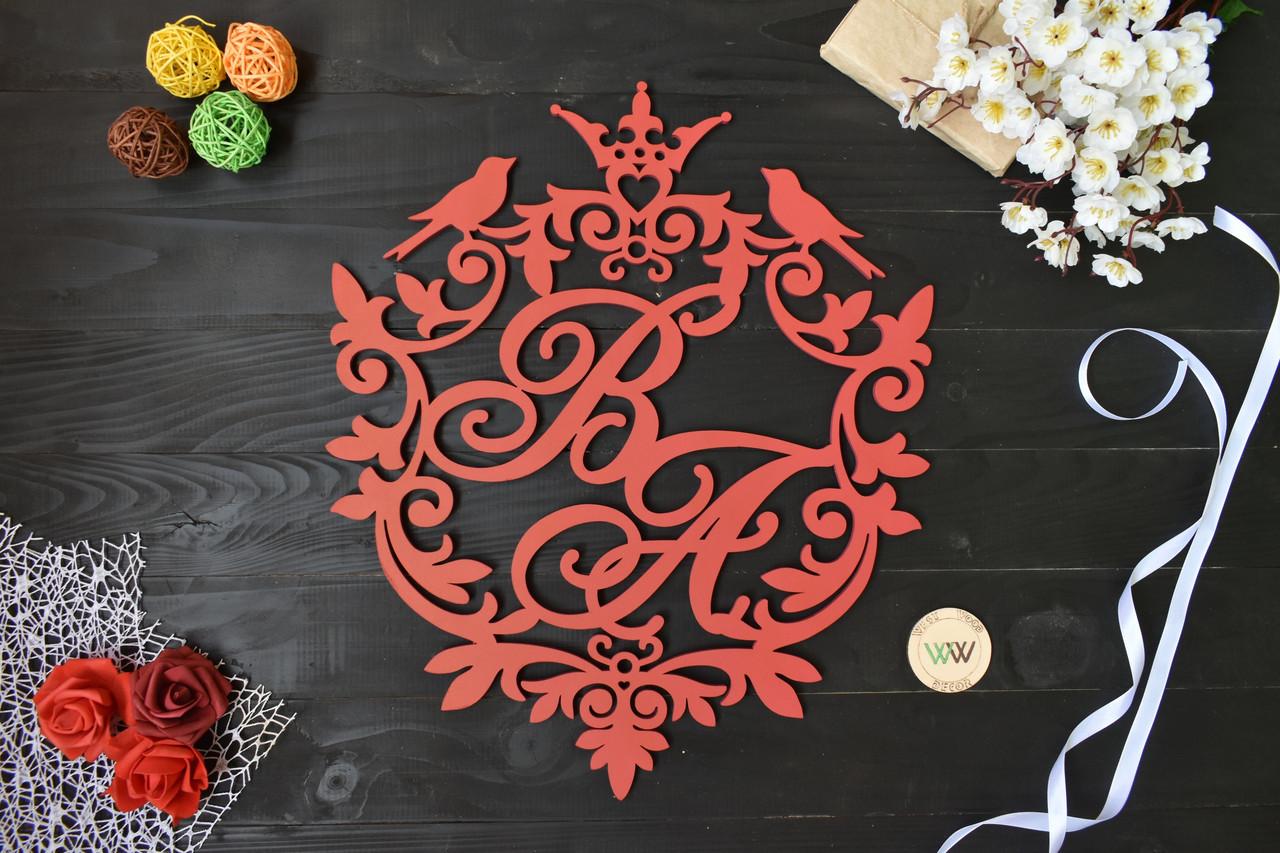 Свадебный герб, монограмма с инициалами, с короной и птичками, инициалы молодых