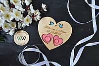 Блюдце, подставка для колец из дерева с гравировкой и голубями для свадебной церемонии (сердце) в цвете