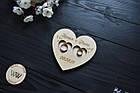 Блюдце для кілець, підставка для кілець з дерева з гравіруванням і голубами для весільної церемонії (серце), фото 2