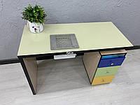 Маникюрный стол со стеклом на столешнице, УФ лампой и разноцветными фасадами из МДФ V393