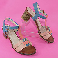 Босоножки женские на каблуках розово-синего цвета из искусственной кожи