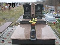 Подвійний пам'ятник для тата і мами із граніту на кладовище латунний хрест