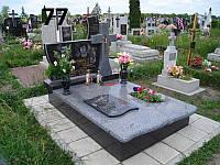 Подвійний закритий пам'ятник на могилу хрест та квітник із покостівського граніту