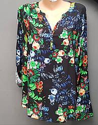 Женская блузка черного цвета с яркими цветами