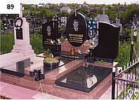 Сімейний ексклюзивний пам'ятник із закритим квітником на могилу для трьох осіб